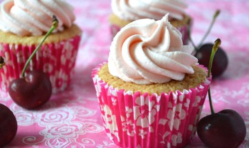 Cherry Bakewell Cupcakes by Julie
