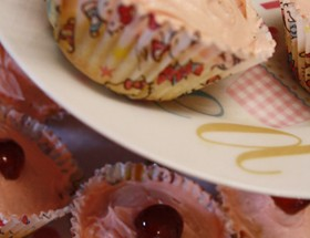 cherry-bakewell-cupcakes by cake porn